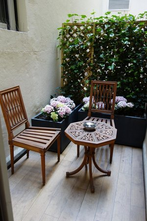 La Maison Favart : Tiny patio attached to our room!