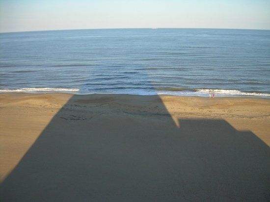 Wyndham Virginia Beach Oceanfront: Afternoon view from the 10th floor