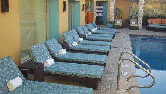 Hotel Contessa: Outdoor pool/hot tub on top floor