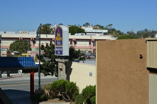 Best Western Plus Dragon Gate Inn : Looking out from the room toward Hill Street