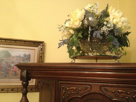Heart Of Burlington Bed and Breakfast : Dining Room