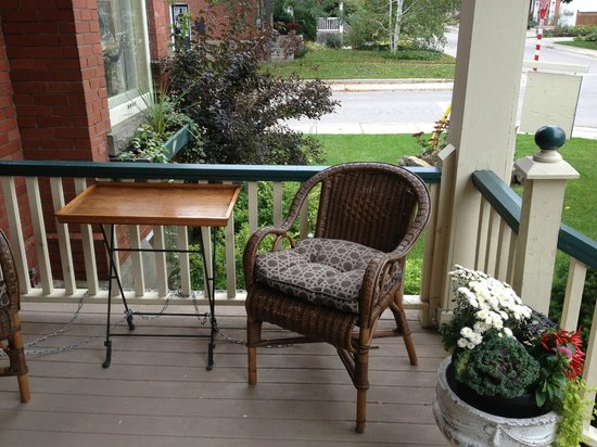 Heart Of Burlington Bed and Breakfast: Out of the door