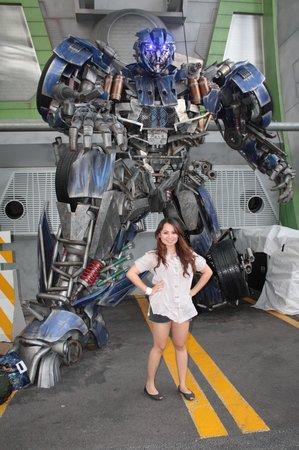 cc937cf3d2 Optimus Prime - obrázok Universal Studios Singapore