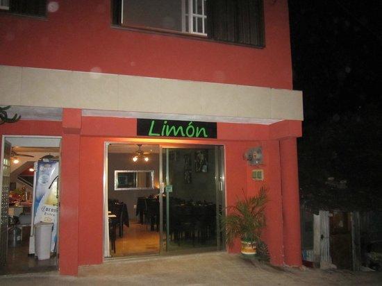 Limón: Limon front outside