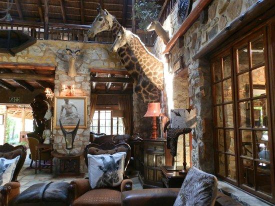 The Farm Inn: the foyer lounge area