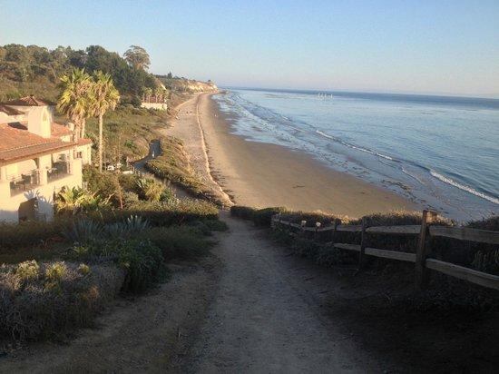 Bacara Resort & Spa: Trail to the beach that's very close to the hotel rooms