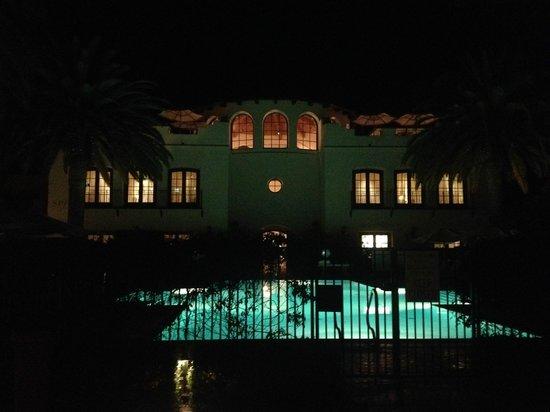 Bacara Resort & Spa: Spa building at night