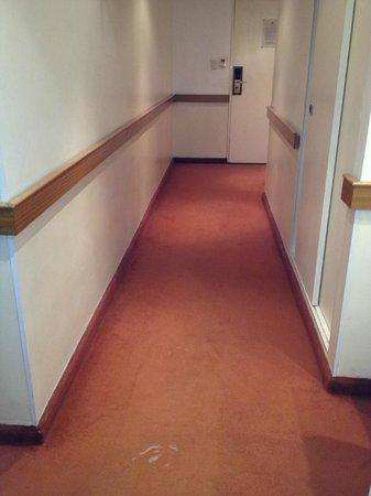 Sarmiento Palace Hotel: alfombra de pasillo rota