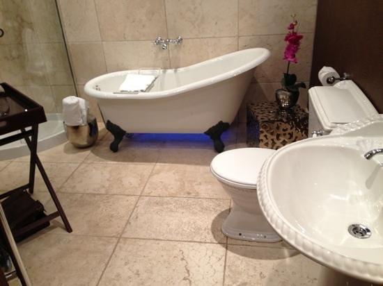 The Grange : beautiful bathroom