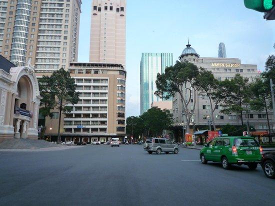 Caravelle Saigon : ホテル外観