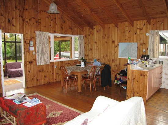 Te Anau Holiday Houses: Family Dining area