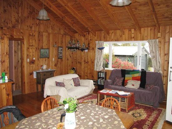 Te Anau Holiday Houses: Family sitting room