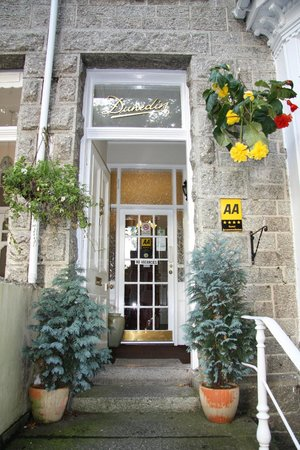 The Dunedin Guest House: Entrance