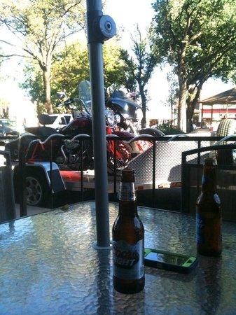 Plaza Hotel: Happy Hour outside hotel bar with our bikes. :-)