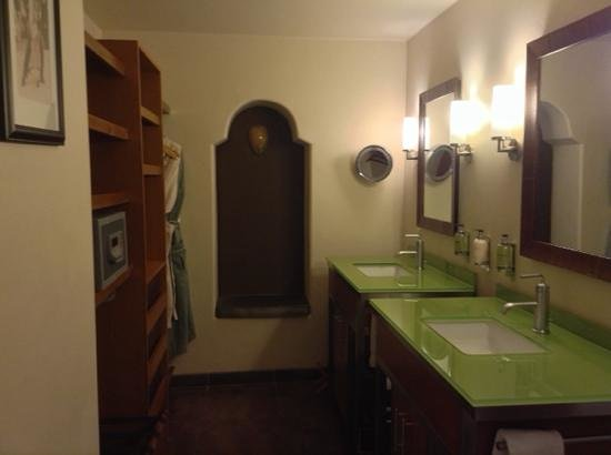 Hotel Andaluz : Two sinks!