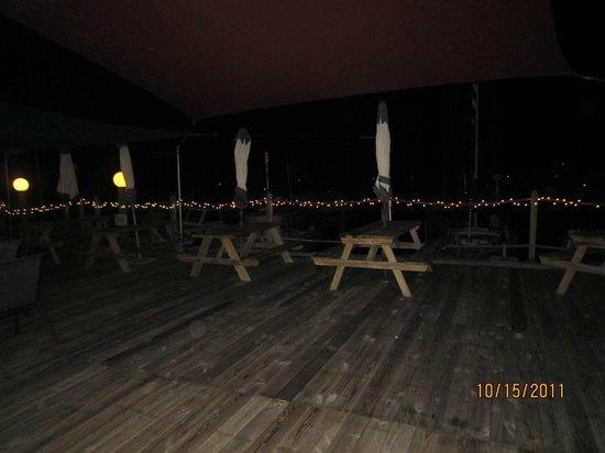 The Hurricane Restaurant: Outside seating