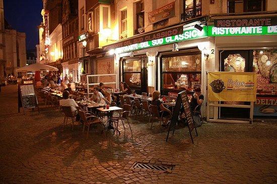 Pizzeria del Sud Classico: Ресторан в вечернее время