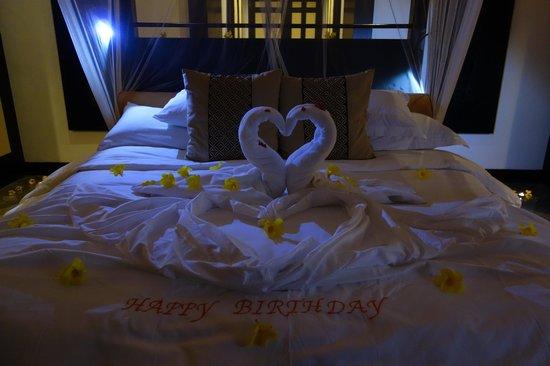 Banyan Tree Bintan: nicely decorated bedding