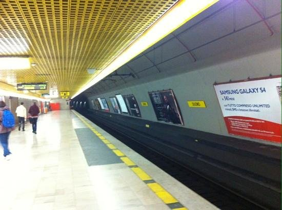 Hotel Berna: metro Milano
