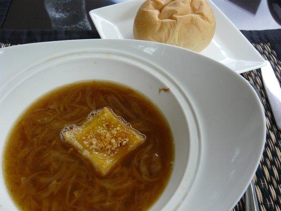 Sheik Istana Hotel: オニオンスープ