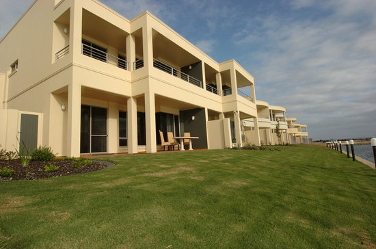 Port Lincoln Waterfront Apartments: Stunning deluxe waterfront accommodation options.