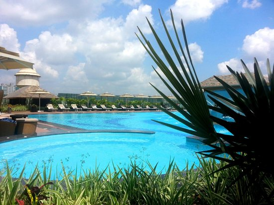 Bengaluru Marriott Hotel Whitefield: Swimming Pool-2