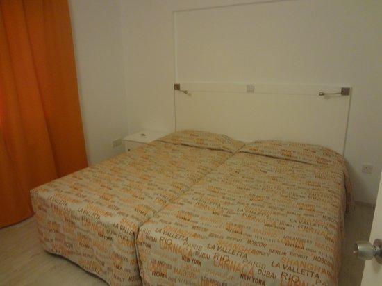 Liquid Hotel Apartments : спальня