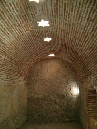 Banos Arabes de la Marzuela: Vaulted ceilings and vents - practical and beautiful