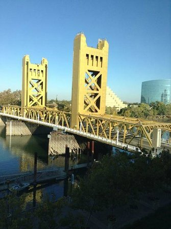 Embassy Suites by Hilton Sacramento - Riverfront Promenade: Tower Bridge by day from our window on 6th floor