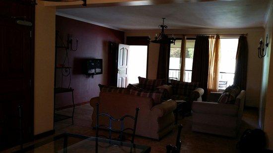 Themi Suites: Sitting room
