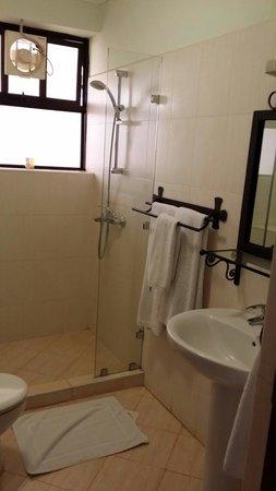 Themi Suites: Washroom