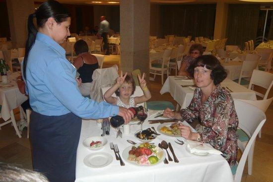Atlantica Oasis Hotel: заказной ужин, так себе