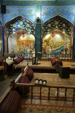 Sofreh Khaneh Sonnati: Traditional seating