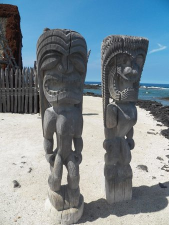 Pu'uhonua O Honaunau National Historical Park: Temple Guards