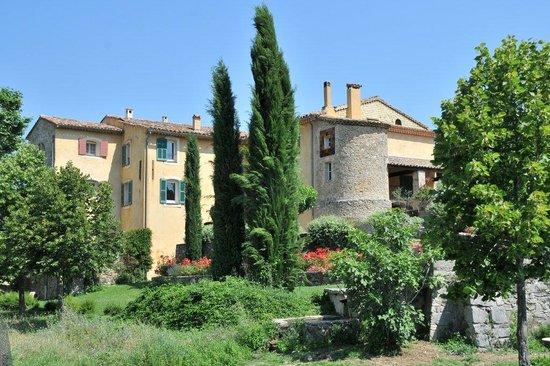 Une Campagne en Provence : Templerhof vom 12 Jahrhundert zwischen Weinberge und Eichenwäldern