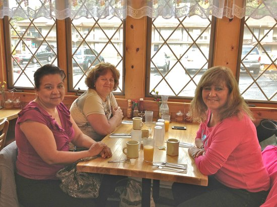 Glenwood Springs Inn : Tomando Desayuno en Rosie's al lado del hotel