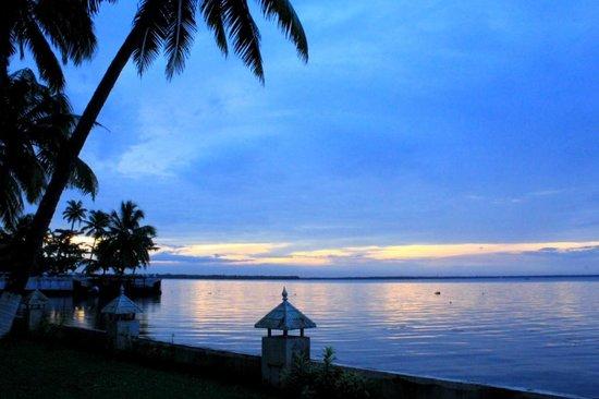 The World Backwaters: the lake at dawn