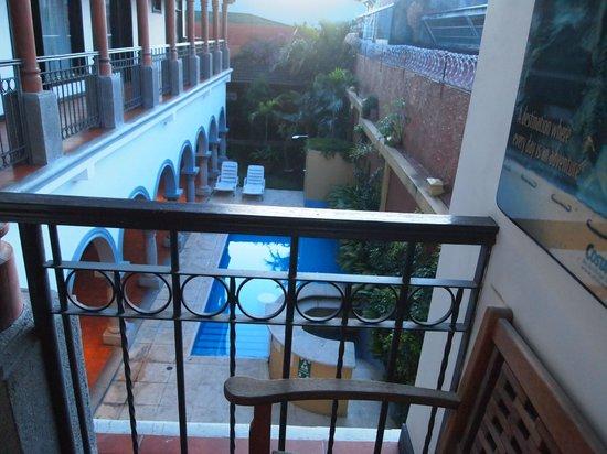 Hotel Colonial: Vistas desde la habitación a la piscina
