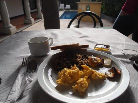 Hotel Colonial: Desayuno