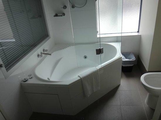 Novotel Melbourne St Kilda: Spa Bath