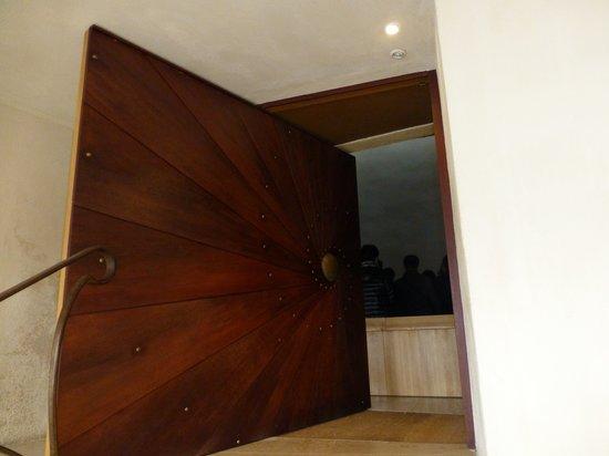 La Maison du Visiteur : 螺旋を模した入口