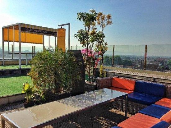EDU Hostel Jogja: lounge