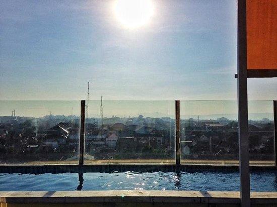 EDU Hostel Jogja: mini 'infinite' pool