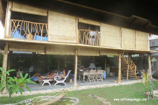eHomestay Canggu: Communal area and Dorm