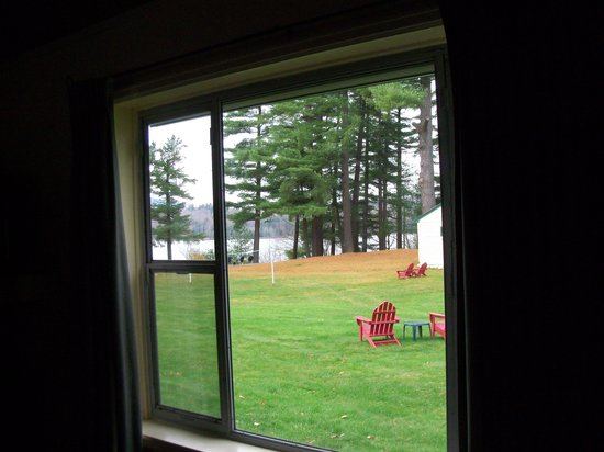 Shamrock Motel & Cottages: View of Long Lake from room