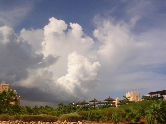 Hotel Riu Touareg: rain and sun as well