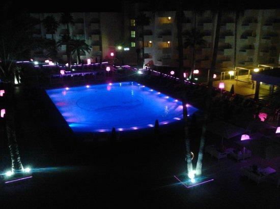 Hotel Garbi Ibiza & Spa : piscina di notte