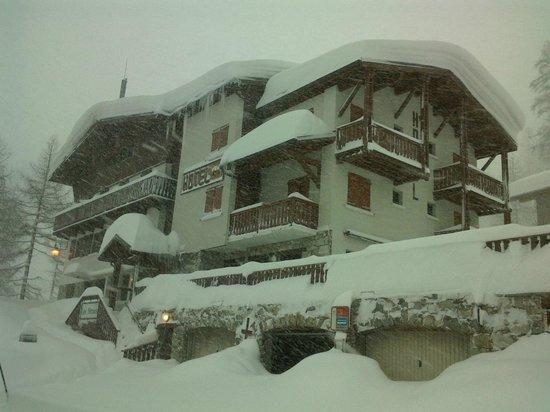Les Seracs : tempéte de neige sur l' hotel