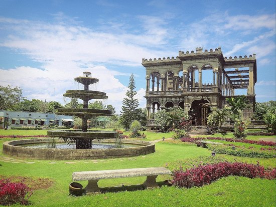 Talisay, Philippines: The Ruins with the centuries-old Fountain