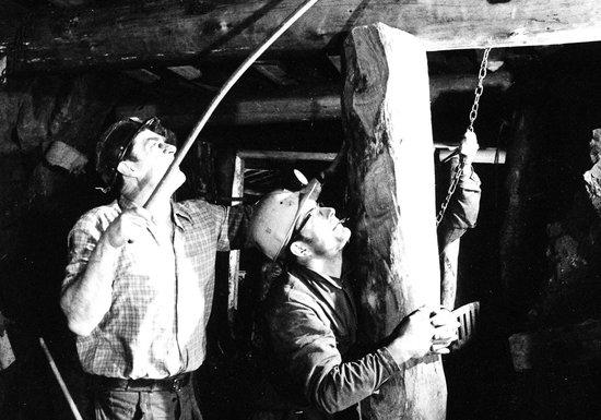 Mines d'Asphalte : Le travail des mineurs